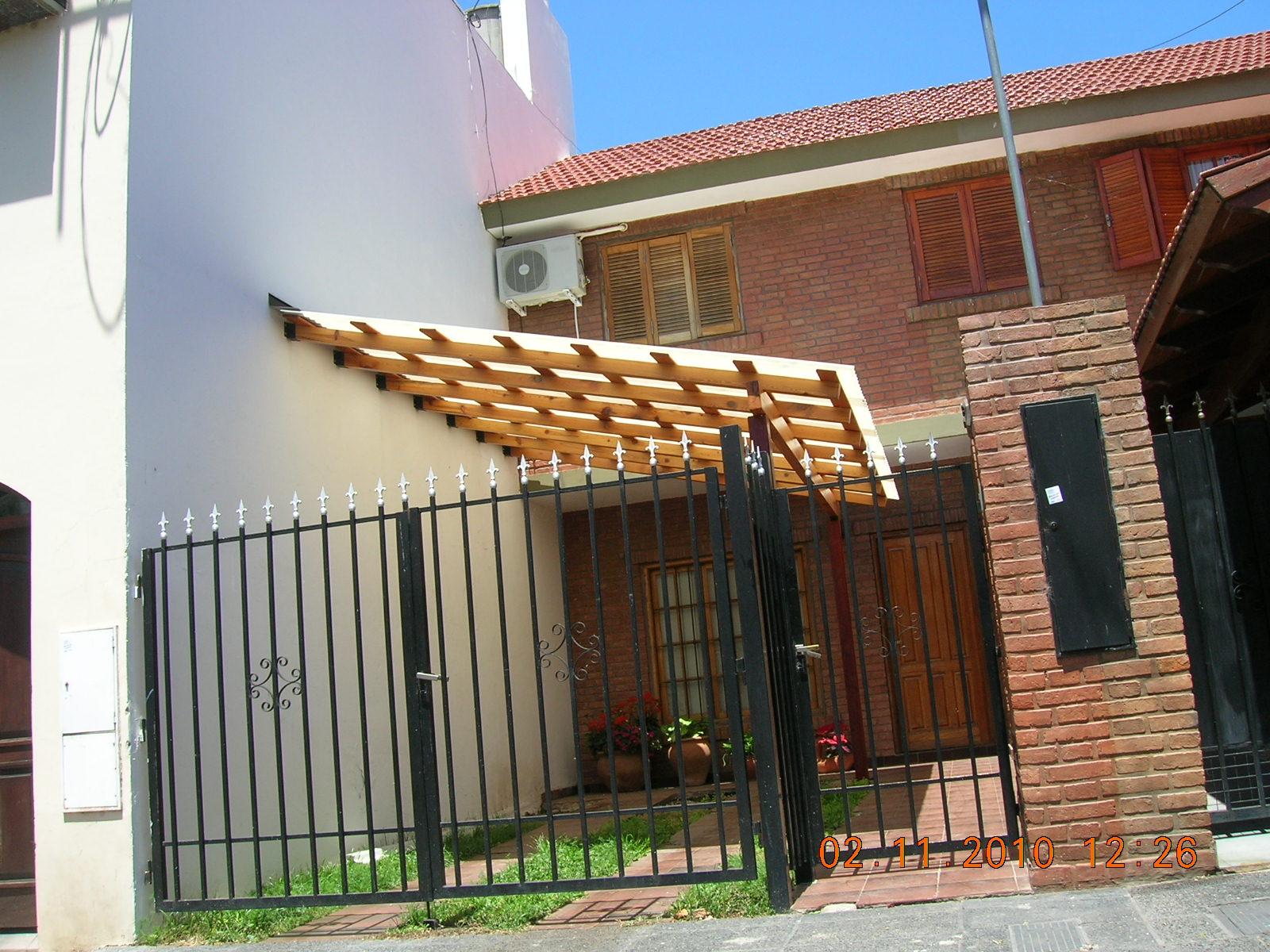 Pergolas decks cochera techo trasl cido for Cocheras de madera precios
