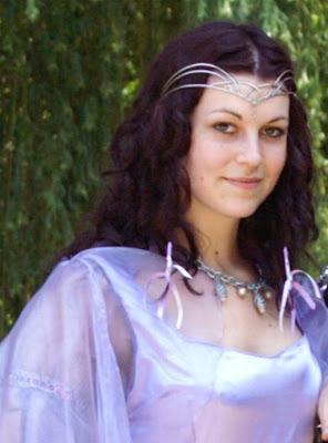 diadème Arc en ciel avec pierre de lune porté lors d'un mariage