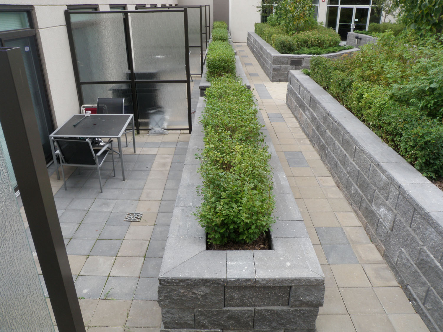 how to build a retaining wall with hollow concrete blocks