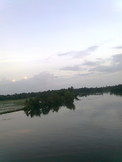 it is just like heaven on earth a beautiful scene taken by my nokia mobile phone from alappuzha kerala a tourist friendly place also called as Venice of the east