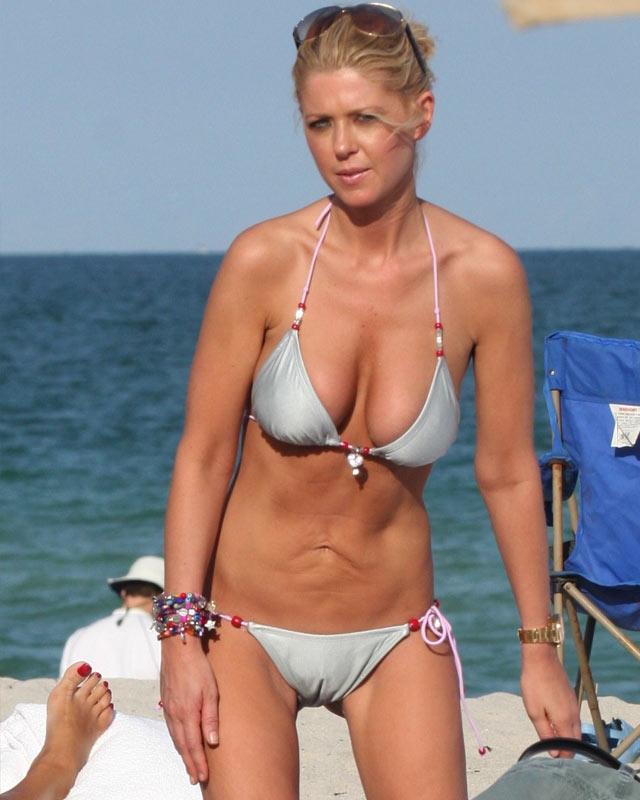 Celebrities In Bikini Pics 29