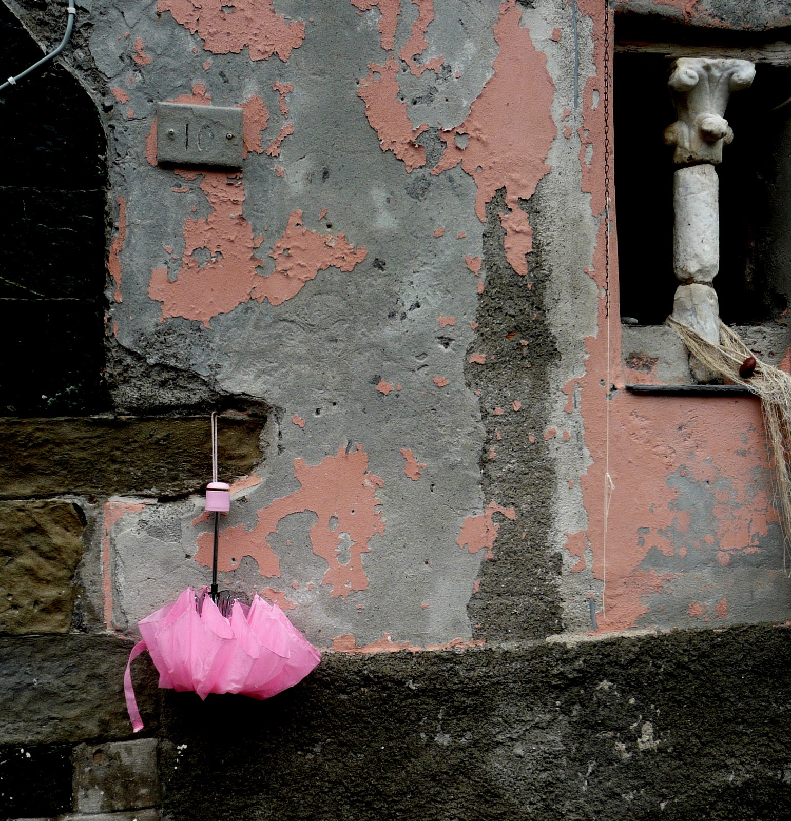 http://3.bp.blogspot.com/_wuj1vlJlWXQ/TMjsDObJGSI/AAAAAAAABno/VvQ_XF4-Tk0/s1600/Pink+Umbrella.jpg