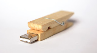 Clothes clip USB flash drive