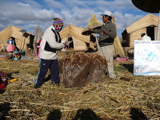 Uros island building demonstration for tourists