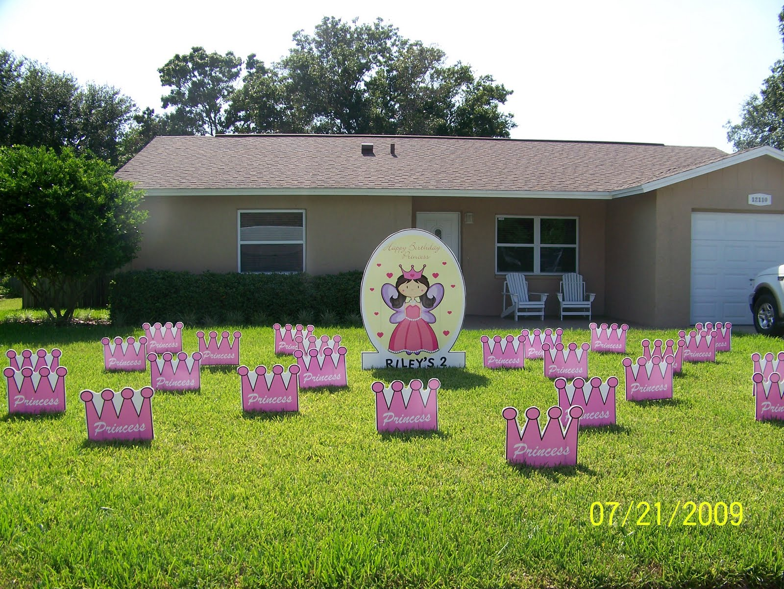 Are You Ready To Flock A Yard Birthday Lawn Ornaments Front Smiles JPG 1600x1202 Surprise