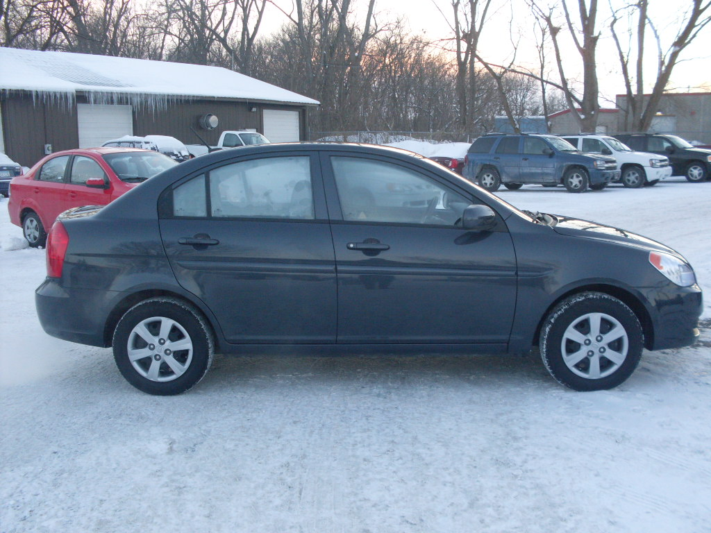 James 2010 Hyundai Accent 4 Door Sedan Gls 16 Liter Cyl Automatic Transmission Air Conditioning Fully Loaded With Power Options Cd Player Xm Radio