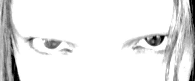Behind Blue Eyes (Não são azuis mas são de pistoleiro.)