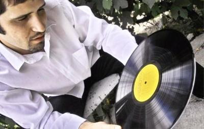 DJ Globe, del grupo húngaro de downtempo Jószomszéd