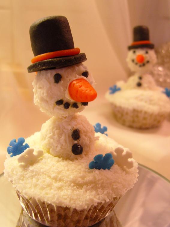 Kokos-Cupcakes mit Kokos-Frischkäse-Frosting