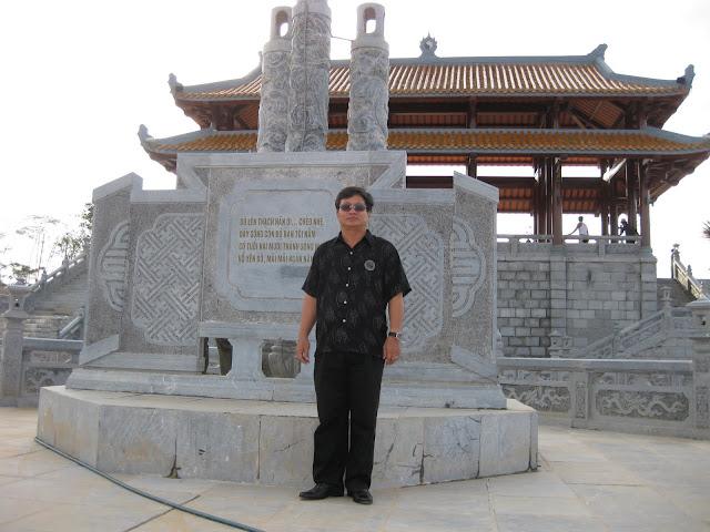 Bến dâng hoa bên sông Thạch Hãn (Công trình của cơ quan Dũng K6 thực hiện 27/7/2010