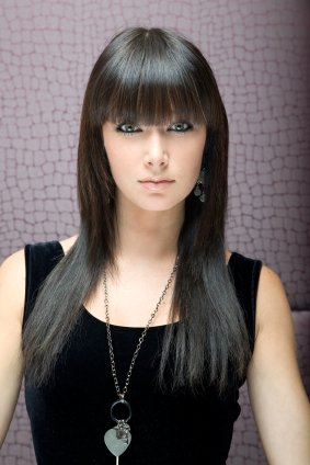 http://3.bp.blogspot.com/_x2DTjRZcEUI/TUb-gksAHJI/AAAAAAAAAzc/sF9oPB_i6Hc/s1600/black-long-hairstyles-with-bangs.jpg