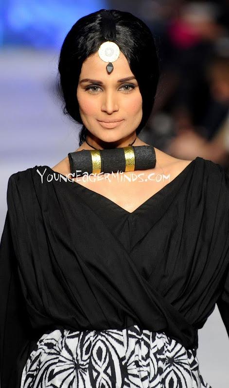 Desi Masaledaar Kahaniyan. Nangi Tasveerein.: Hot Models from Pakistan