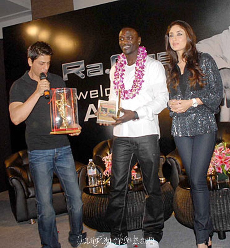 Images Of Nangi Tasveerein Kareena Kapoor With Akon And Sharukh Khan