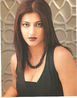 a sexy Shruti Haasan picture moment...
