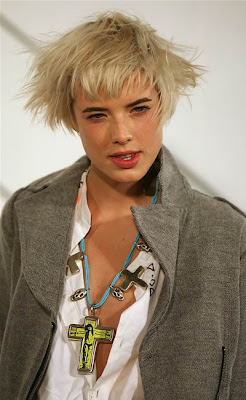 Agyness Deyn in a messy short blonde hairstyle