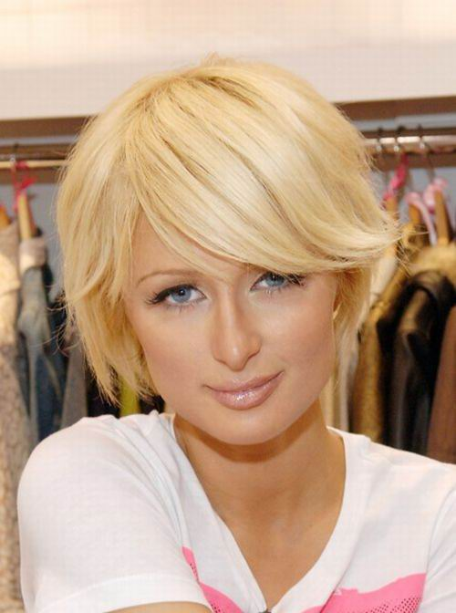 The short haircut is very popular this year, more and more girls wear short