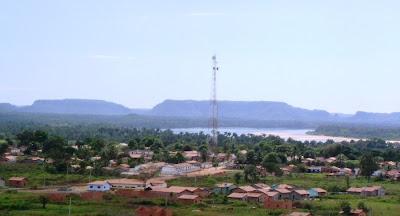 [Babaçulândia,+o+rio+Tocantins+e+as+serras.jpg]