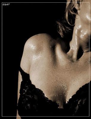 Embriaguez literária - mulher suada e sensual