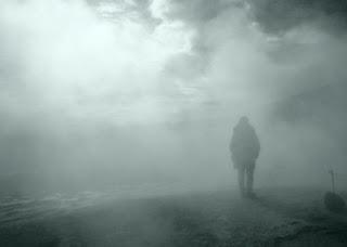 Nevoeiro cerrado que me cerca na encruzilhada da vida
