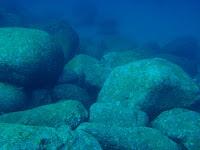 Hoje sou apenas mais uma pedra no fundo do mar