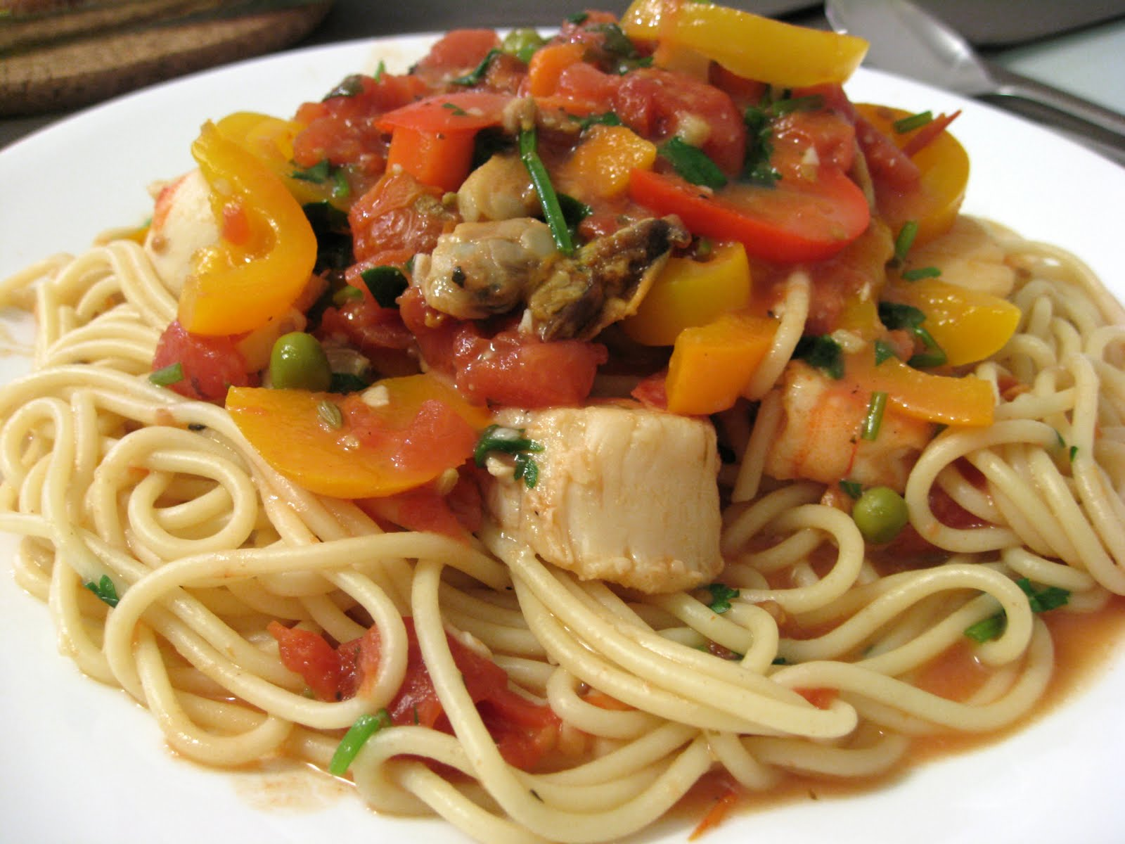 Nunu will blog for chicken wings.: Nunu's Kitchen - Seafood pasta