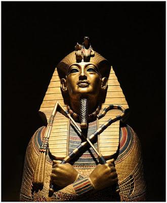 http://3.bp.blogspot.com/_x7xEbaBRmPw/Sf3rDY8C-qI/AAAAAAAAEH4/HsXTg2sQ_Zc/s400/Pharaoh-Tutankhamun-3.jpg