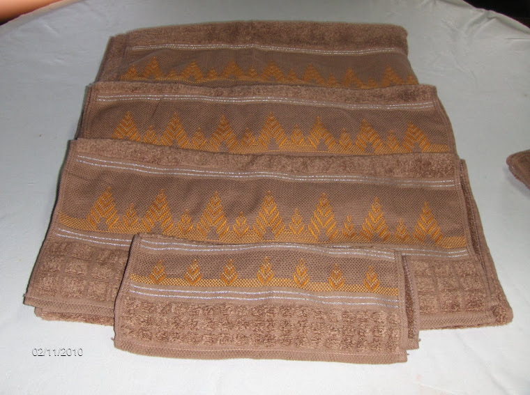 conjunto de toalhas bordadas a juguslavo 50 €