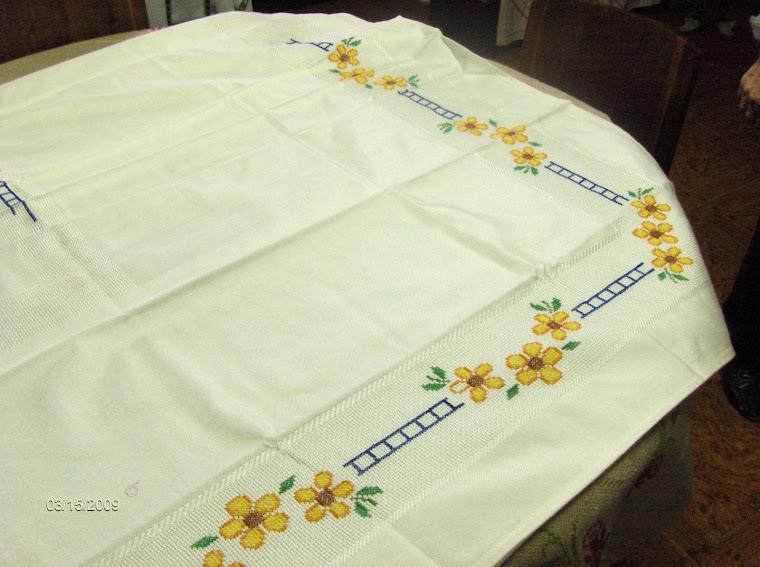 toalha de mesa 2m  e meio por 1m  e meio        70 €