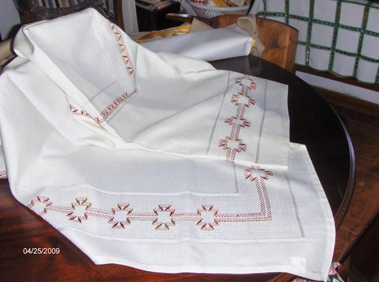 toalha de mesa 150m por 150m 70 €