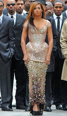 Beyonce wearing butt pads