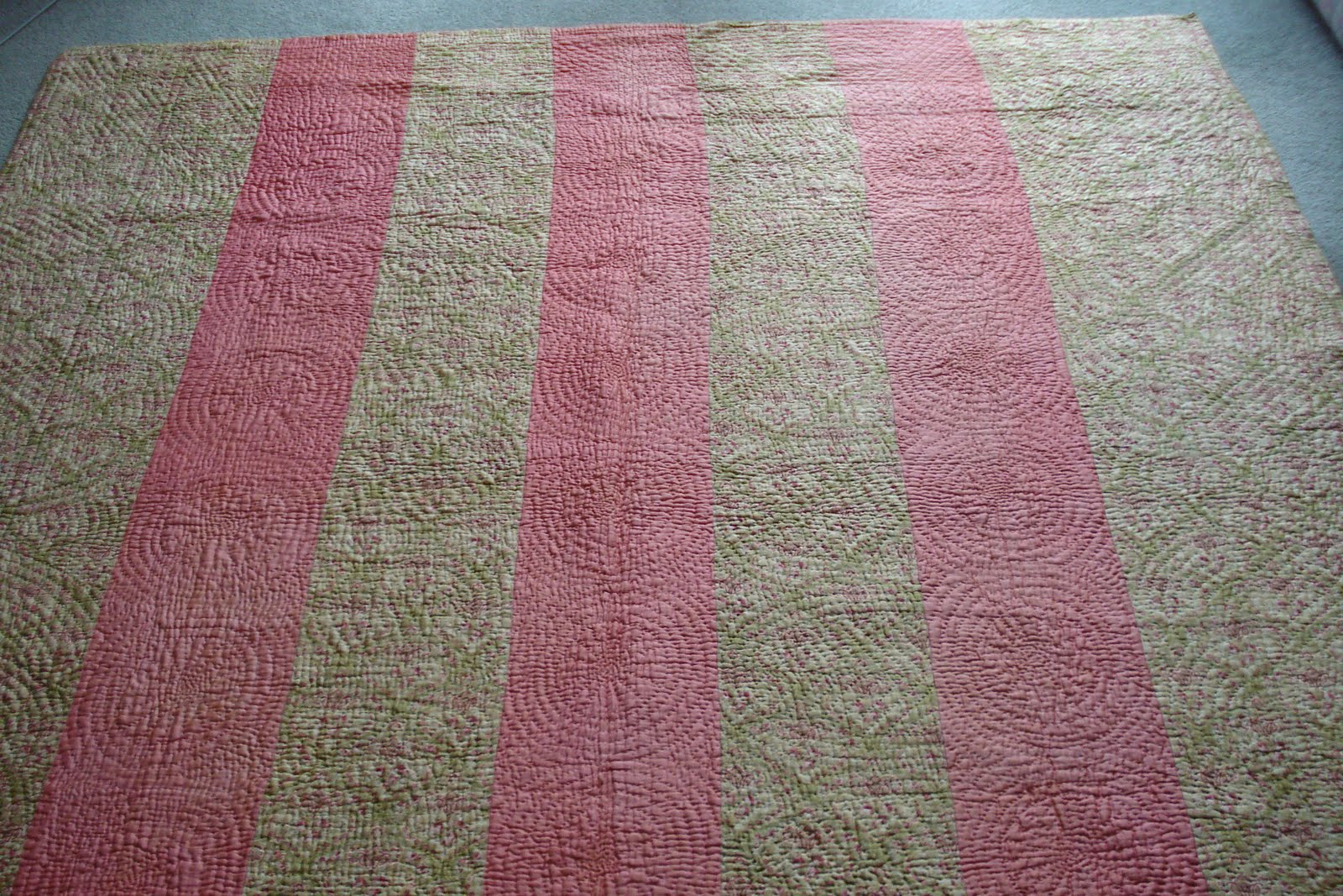 Pretty Pink Paisley Traditional Quilt 82 x 83 inches