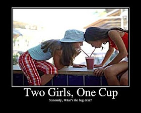 Demotywatory Two Girls One Cup