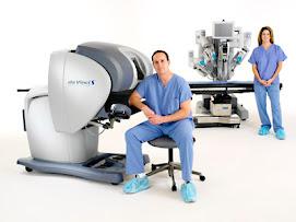 El Da Vinci es un robots con brazos de altísima precisión, útil en procedimientos quirúrgicos