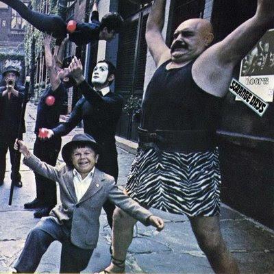 Les disques de rock à avoir toujours sur soi. Strange+Days+-+Front
