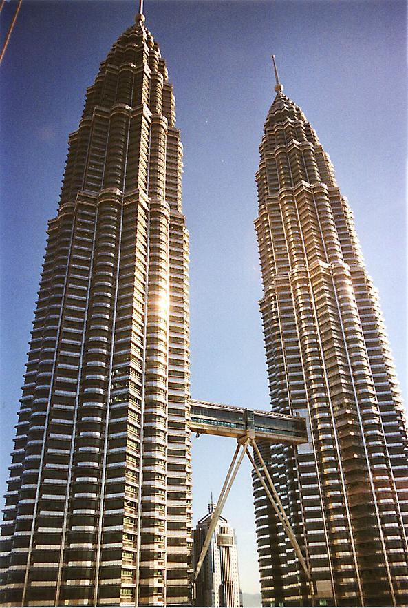 Najlepše svetske građevine Petronas-towers-1