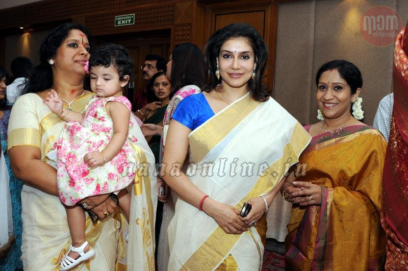playback singer sujatha mohans daughters swetha