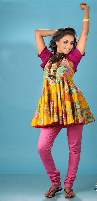 ramya nambeeshan actress pics