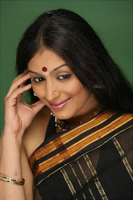 Padmapriya in Saree Photos gallery pictures