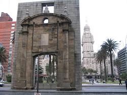 Puerta de la Ciudadela Peatonal Sarandi