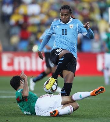 Galería de Fotos Mexico 0 Uruguay 1: Suárez dio el primer puesto a los Celestes, el Tri clasificó a Octavos