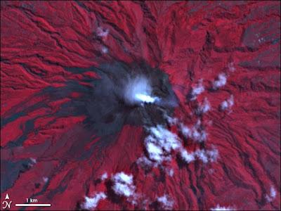foto letusan Merapi dari satelit NASA