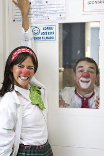 Dr. Dud Grud (Eduardo Filho) e Dra. MonaLisa (Greyce Braga)