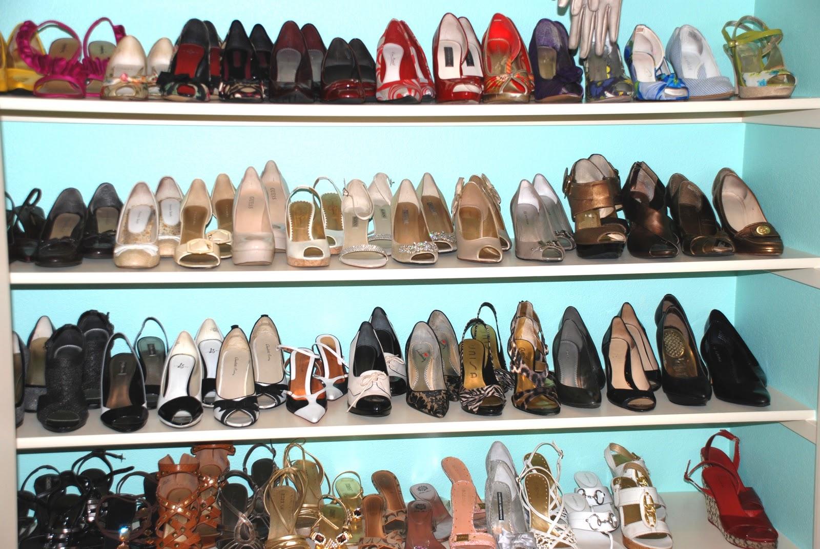 http://3.bp.blogspot.com/_xKkxqBBwRO0/TUhDYfv8hpI/AAAAAAAAAno/I5oy71gdqHA/s1600/shoe%20closet%20005.jpg