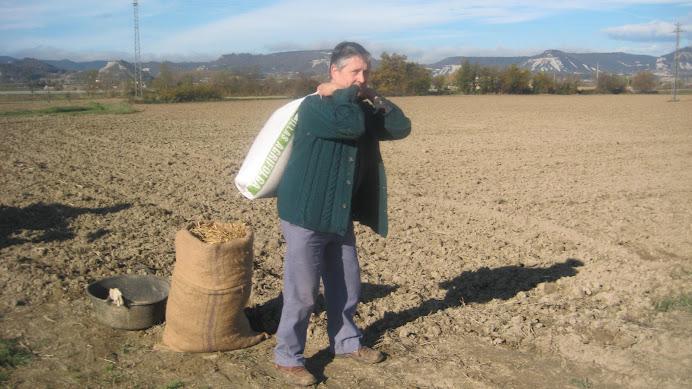 Joan de la Fàbrica amb el sac de blat