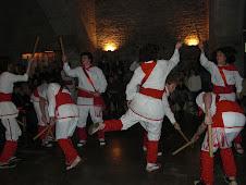 Bastoners de Malla dansant a l'església de Sant Vicenç