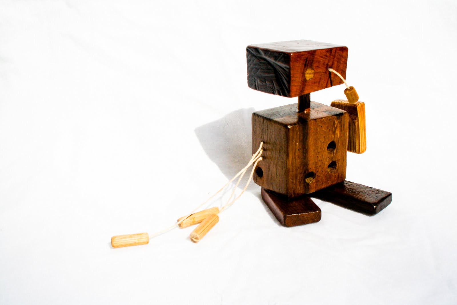 Wood robots attack M Design : robots 16 from maobamboo.blogspot.com size 1600 x 1067 jpeg 71kB