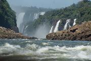 . do Parque custa $ 45,00 pesos e é compardo diretamente no Parque Iguazú
