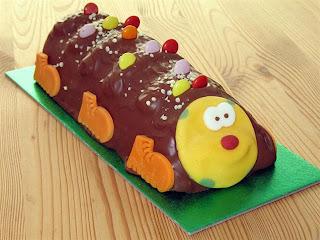 kue coklat yang lucu mirip kereta thomas