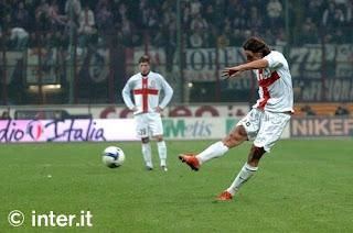 tendangan bebas Zlatan Ibrahimovic berbuah gol saat melawan Fiorentina