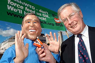 Michael Meacher demonstrates his ability to get photographed with world leaders